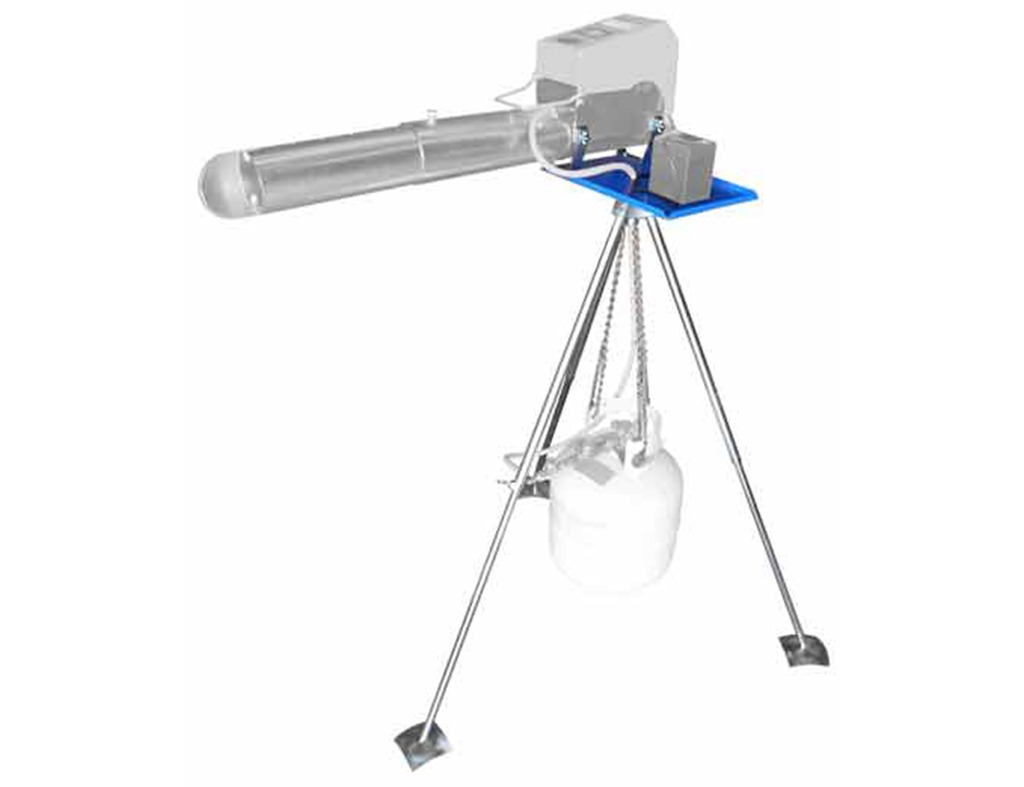 Tripod for bird repellent cannon